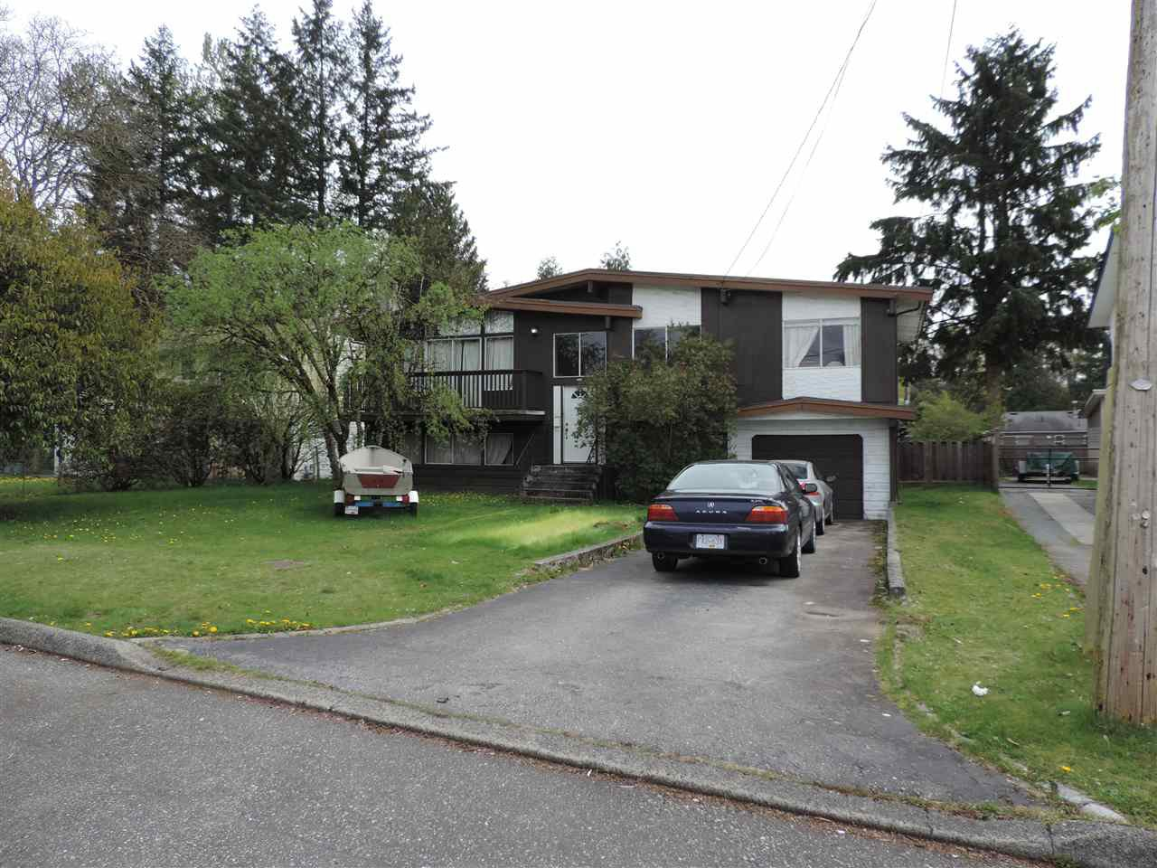 Photo 3: Photos: 7546 MARTIN Place in Mission: Mission BC House for sale : MLS®# R2360102