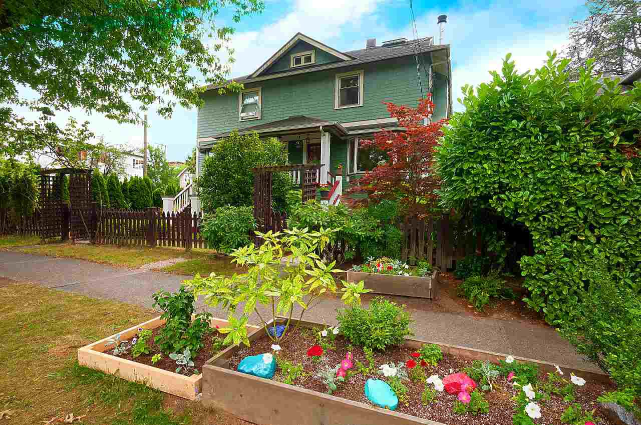 Main Photo: 6 W 11TH Avenue in Vancouver: Mount Pleasant VW House 1/2 Duplex for sale (Vancouver West)  : MLS®# R2387721