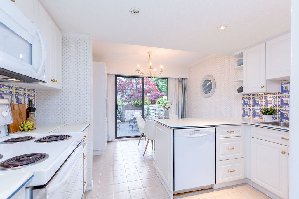 Photo 3: Photos: 2159 MCMULLEN Avenue in Vancouver: Quilchena Townhouse for sale (Vancouver West)  : MLS®# R2455599