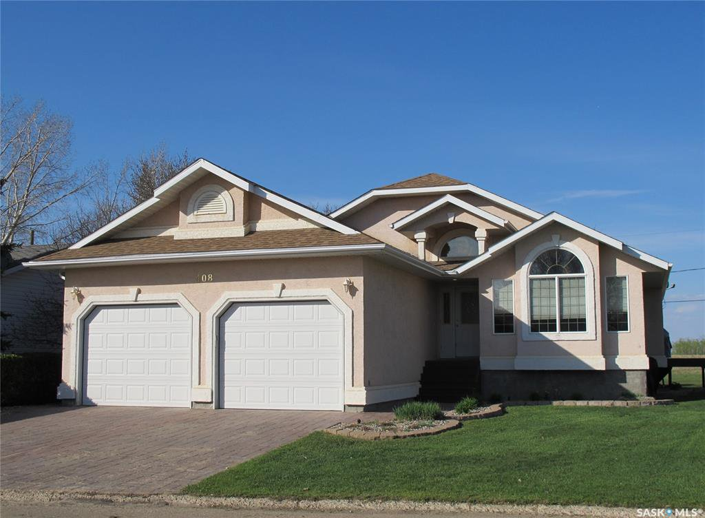 Main Photo: 408 1st Street in Lampman: Residential for sale : MLS®# SK810899