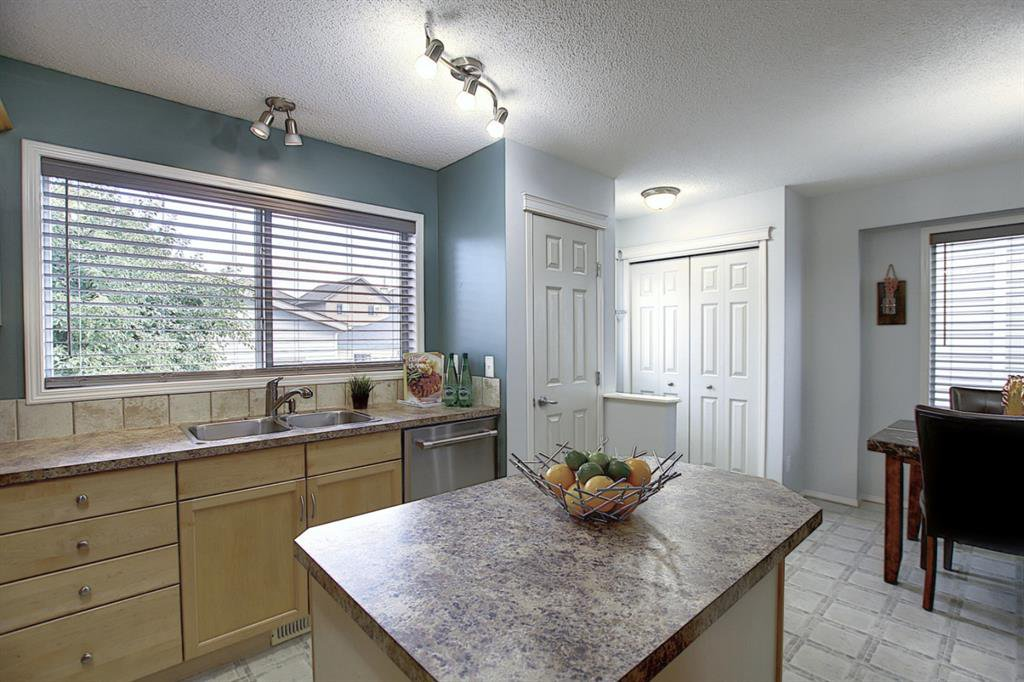 Photo 7: Photos: 646 EVERMEADOW Road SW in Calgary: Evergreen Detached for sale : MLS®# A1023171
