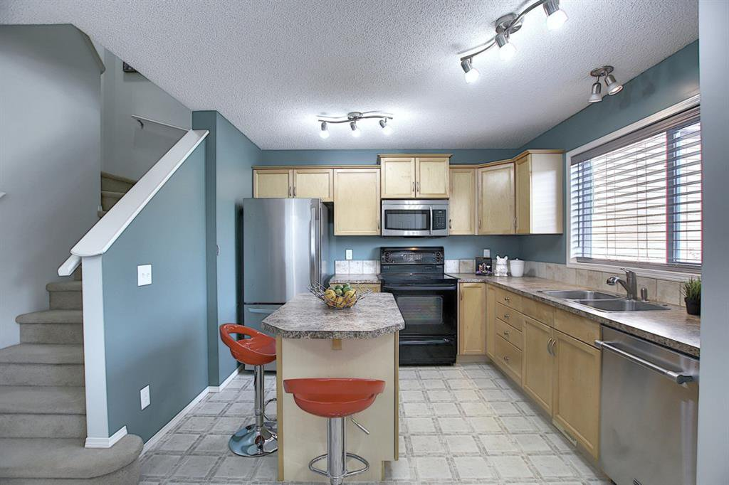 Photo 4: Photos: 646 EVERMEADOW Road SW in Calgary: Evergreen Detached for sale : MLS®# A1023171