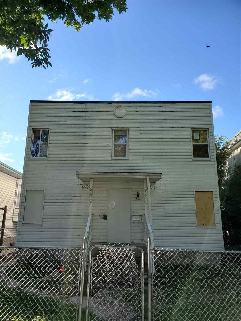 Main Photo:  in Edmonton: Zone 13 House Duplex for sale : MLS®# E4212796