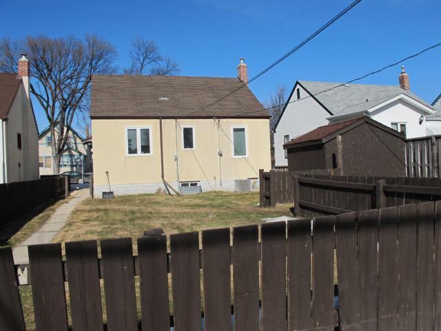 Photo 4: Photos:  in WINNIPEG: East Kildonan Residential for sale (North East Winnipeg)  : MLS®# 1106010
