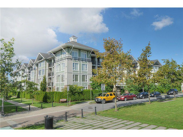 "Main Photo: 104 7089 MONT ROYAL Square in Vancouver: Champlain Heights Condo for sale in ""CHAMPLAIN HEIGHTS"" (Vancouver East)  : MLS®# V913408"