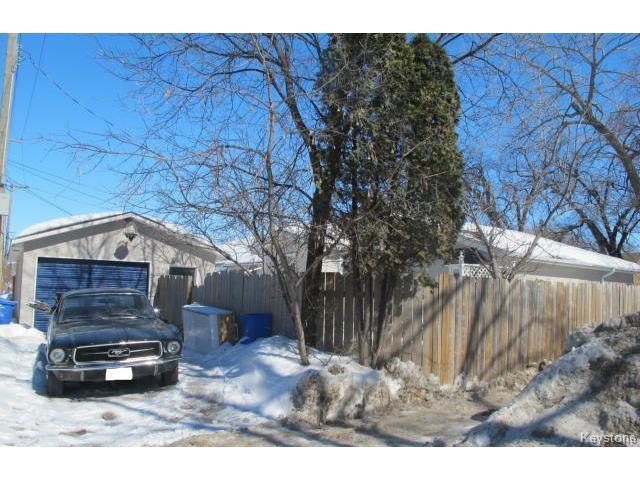 Photo 2: Photos:  in WINNIPEG: East Kildonan Residential for sale (North East Winnipeg)  : MLS®# 1405444