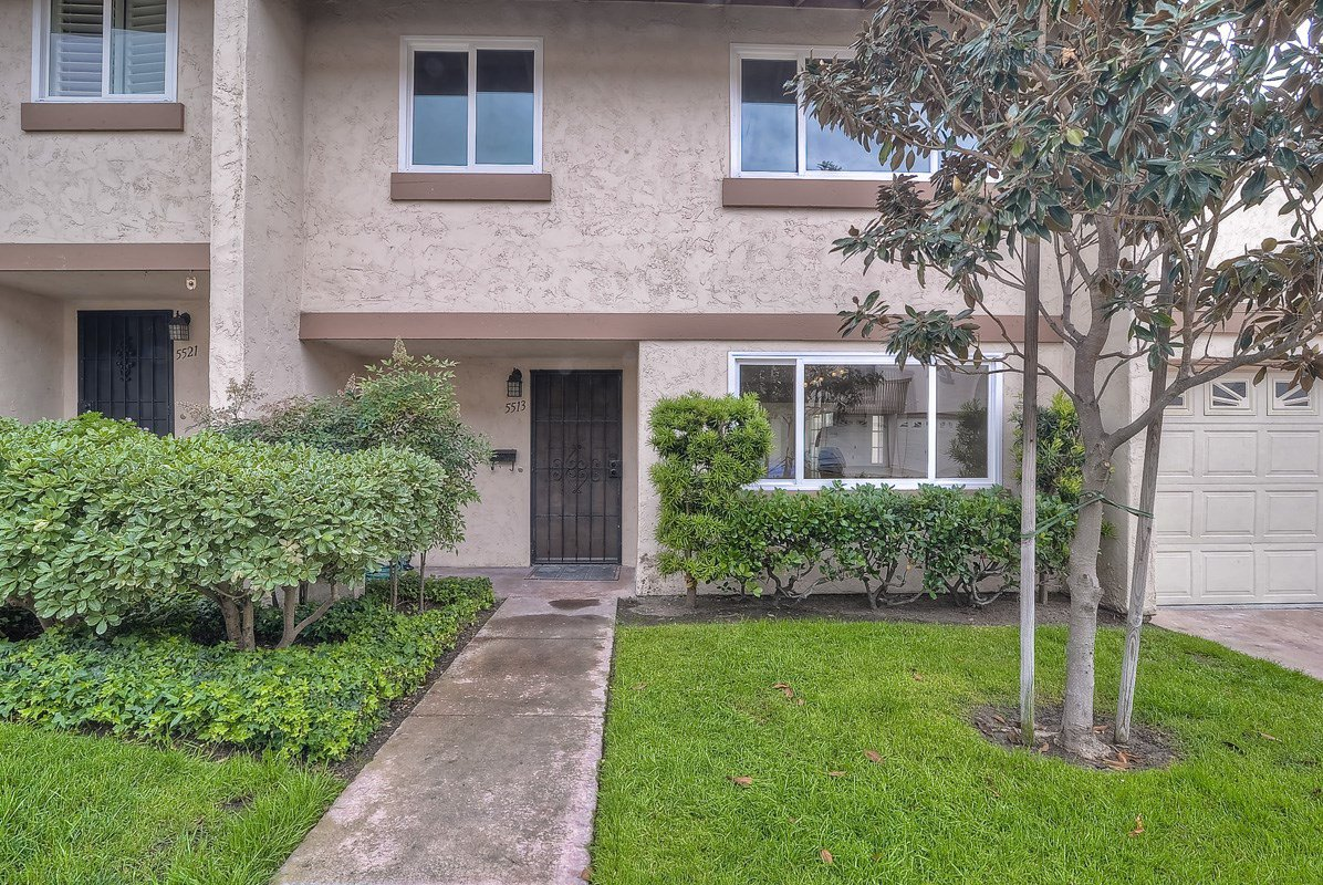 Main Photo: CLAIREMONT Condo for sale : 3 bedrooms : 5513 Caminito Roberto in San Diego