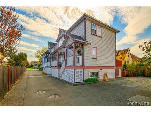 Main Photo: 3 10140 Fifth St in SIDNEY: Si Sidney North-East House for sale (Sidney)  : MLS®# 699479