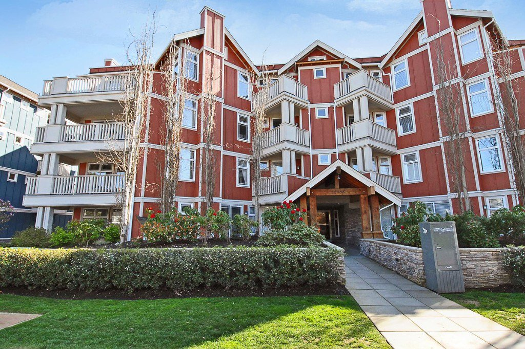 "Main Photo: 108 15368 16A Avenue in Surrey: King George Corridor Condo for sale in ""OCEAN BAY VILLAS"" (South Surrey White Rock)  : MLS®# F1449509"