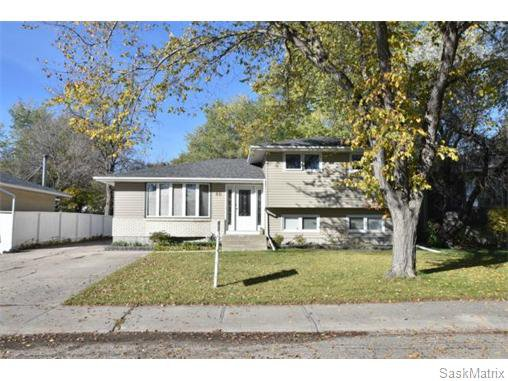 Main Photo: 46 WHEELER Crescent in Regina: Walsh Acres Single Family Dwelling for sale (Regina Area 01)  : MLS®# 551653