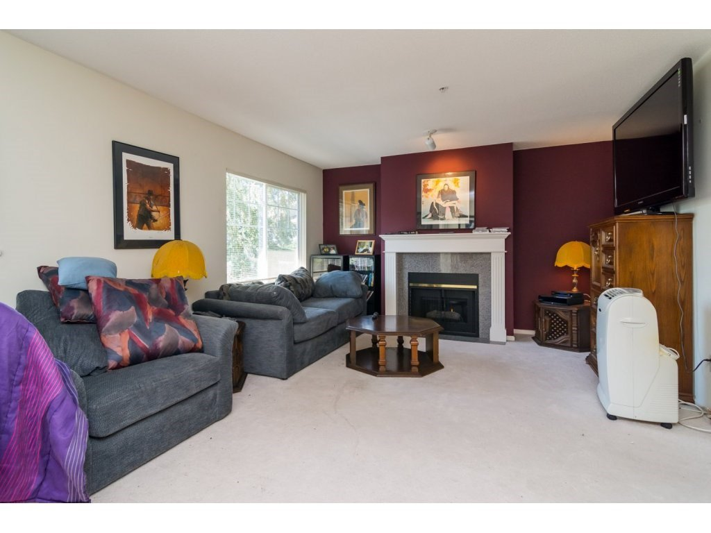 """Photo 3: Photos: 69 8892 208 Street in Langley: Walnut Grove Townhouse for sale in """"Hunter's Run"""" : MLS®# R2093333"""