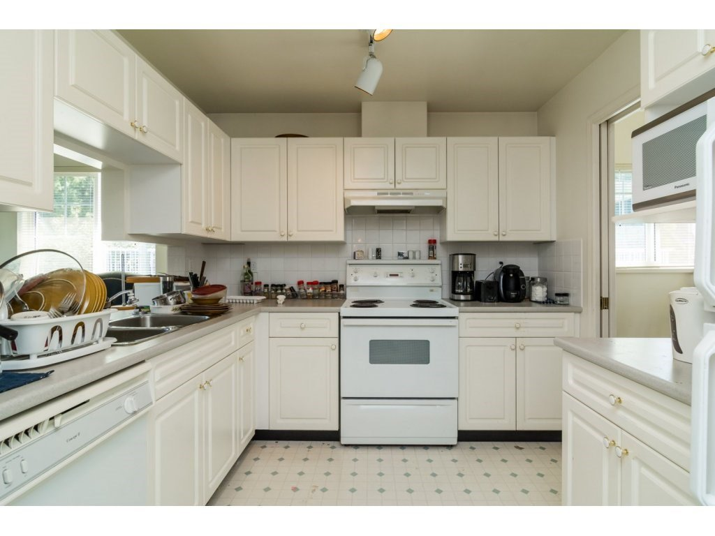 """Photo 7: Photos: 69 8892 208 Street in Langley: Walnut Grove Townhouse for sale in """"Hunter's Run"""" : MLS®# R2093333"""