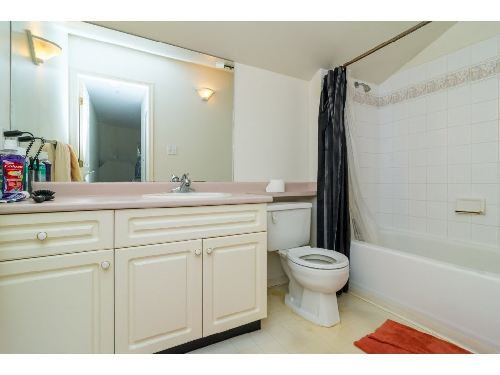 """Photo 16: Photos: 69 8892 208 Street in Langley: Walnut Grove Townhouse for sale in """"Hunter's Run"""" : MLS®# R2093333"""