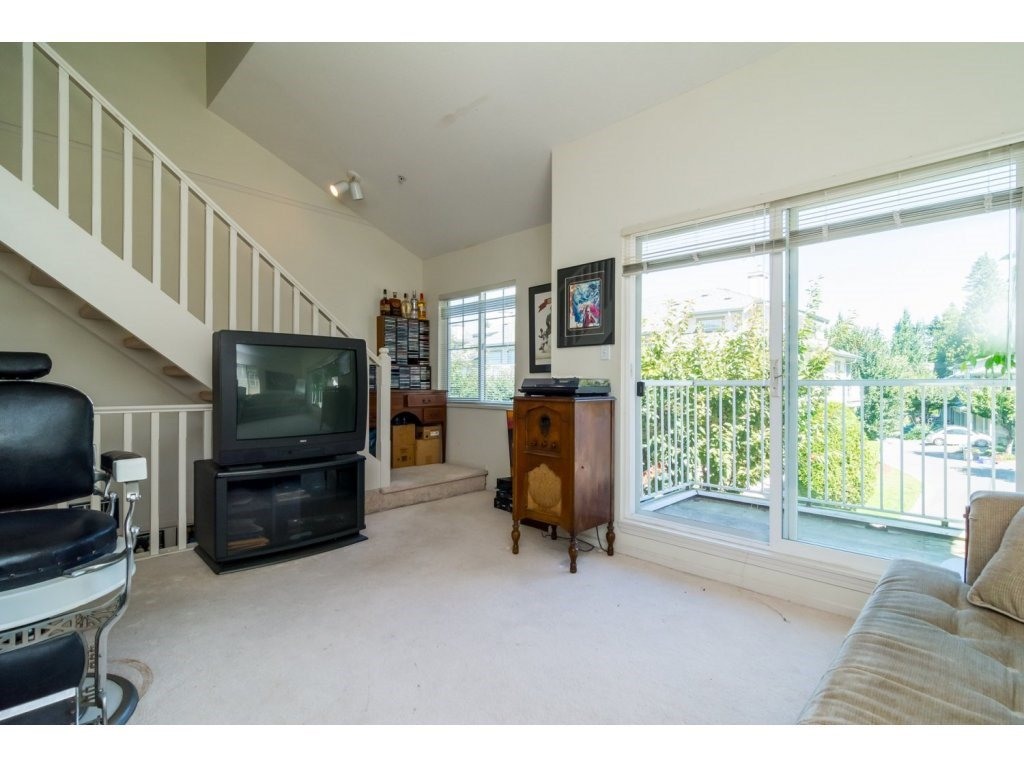 """Photo 11: Photos: 69 8892 208 Street in Langley: Walnut Grove Townhouse for sale in """"Hunter's Run"""" : MLS®# R2093333"""