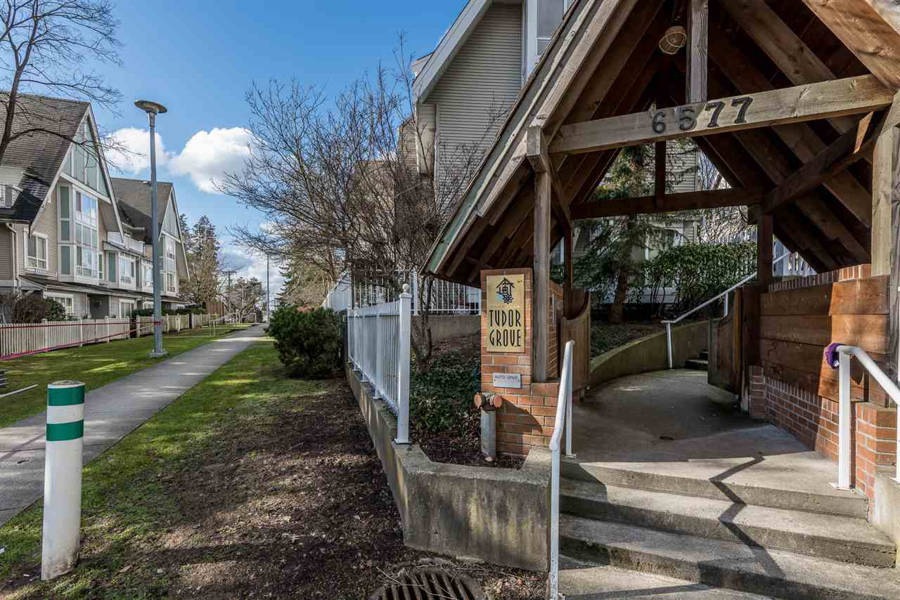 """Main Photo: 54 6577 SOUTHOAKS Crescent in Burnaby: Highgate Townhouse for sale in """"TUDOR GROVE"""" (Burnaby South)  : MLS®# R2141550"""