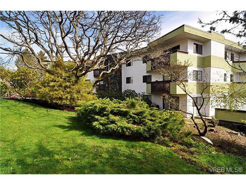 Main Photo: 34 3958 Cedar Hill Road in VICTORIA: SE Mt Doug Condo Apartment for sale (Saanich East)  : MLS®# 375532