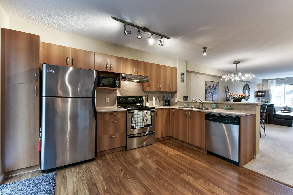 "Photo 5: Photos: 121 15155 62A Avenue in Surrey: Sullivan Station Townhouse for sale in ""OAKLANDS"" : MLS®# R2149726"