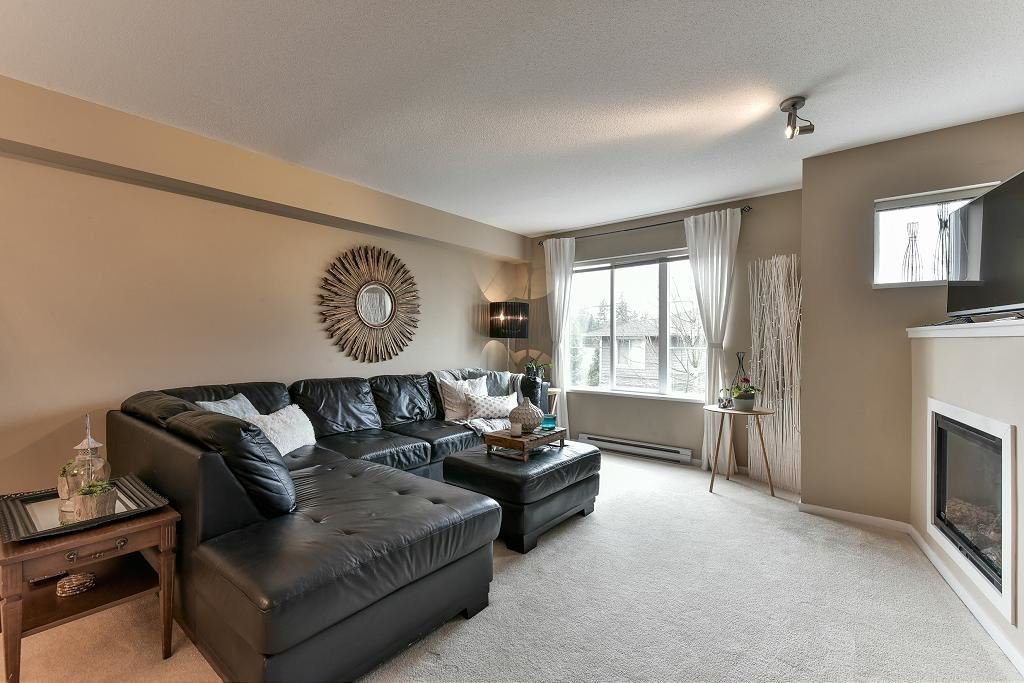 "Photo 1: Photos: 121 15155 62A Avenue in Surrey: Sullivan Station Townhouse for sale in ""OAKLANDS"" : MLS®# R2149726"