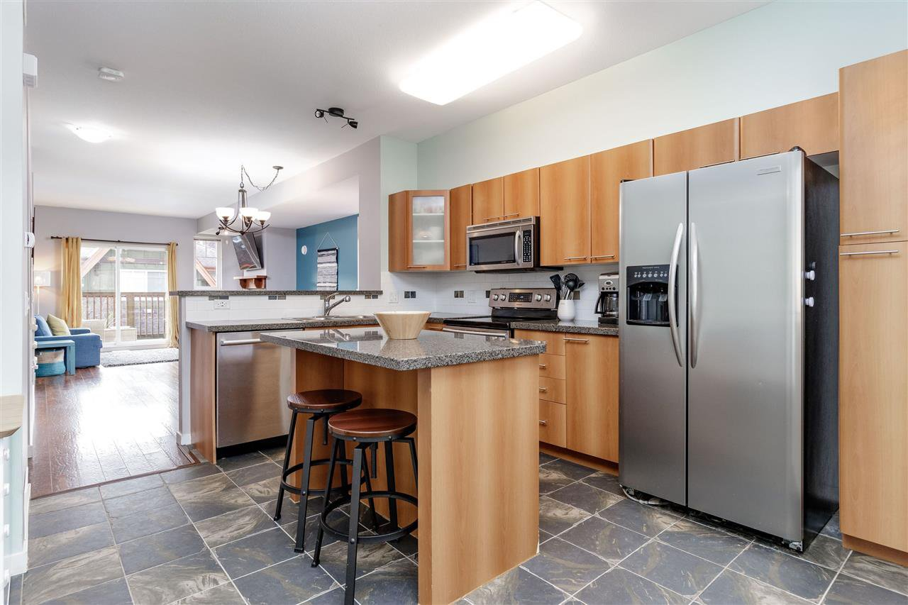 """Photo 6: Photos: 148 2000 PANORAMA Drive in Port Moody: Heritage Woods PM Townhouse for sale in """"MOUNTAINS EDGE"""" : MLS®# R2354623"""