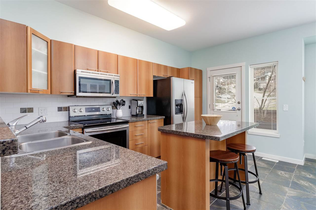 """Photo 5: Photos: 148 2000 PANORAMA Drive in Port Moody: Heritage Woods PM Townhouse for sale in """"MOUNTAINS EDGE"""" : MLS®# R2354623"""