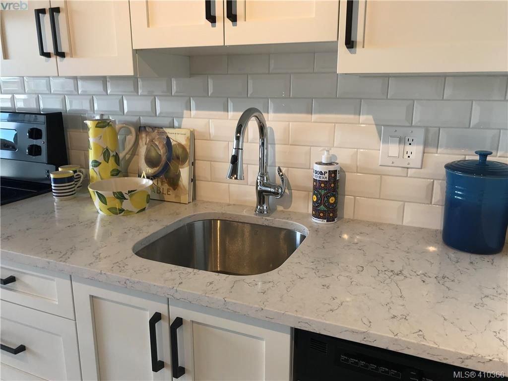 A Chef's kitchen. Quartz counters, undermount sink, dishwasher  stainless appliances
