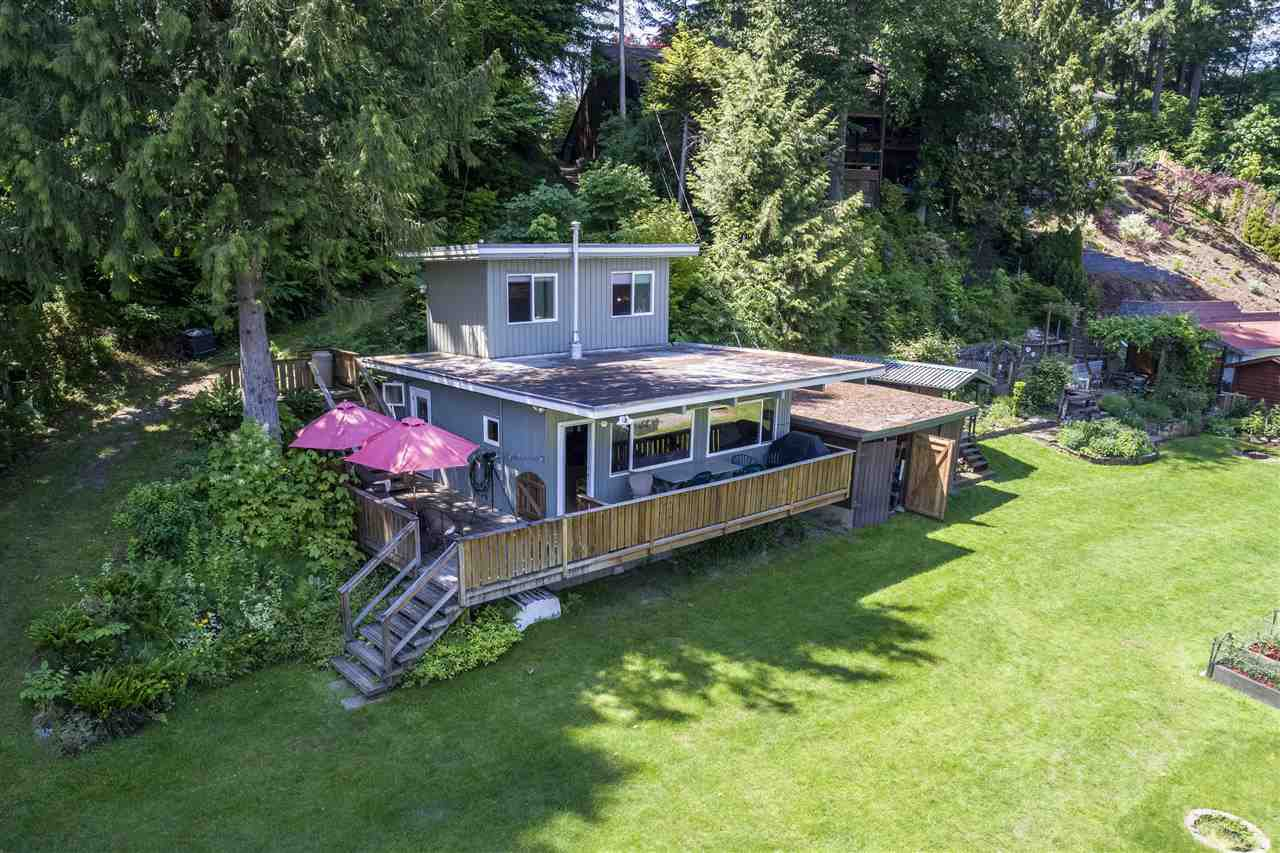 "Main Photo: 21433 LAKEVIEW Crescent in Hope: Hope Kawkawa Lake House for sale in ""KAWKAWA LAKE"" : MLS®# R2375794"
