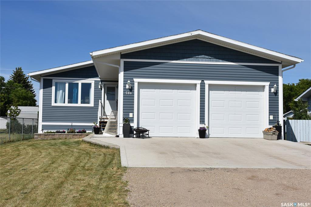 Main Photo: 586 Okaneese Avenue in Fort Qu'Appelle: Residential for sale : MLS®# SK814266
