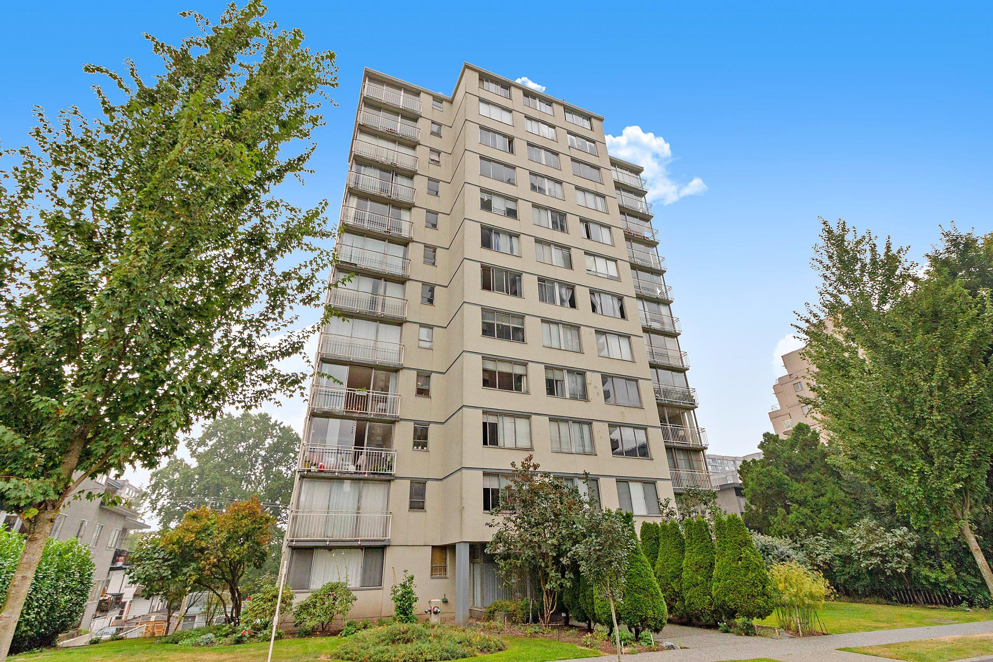 """Main Photo: 406 1250 BURNABY Street in Vancouver: West End VW Condo for sale in """"THE HORIZON"""" (Vancouver West)  : MLS®# R2500551"""