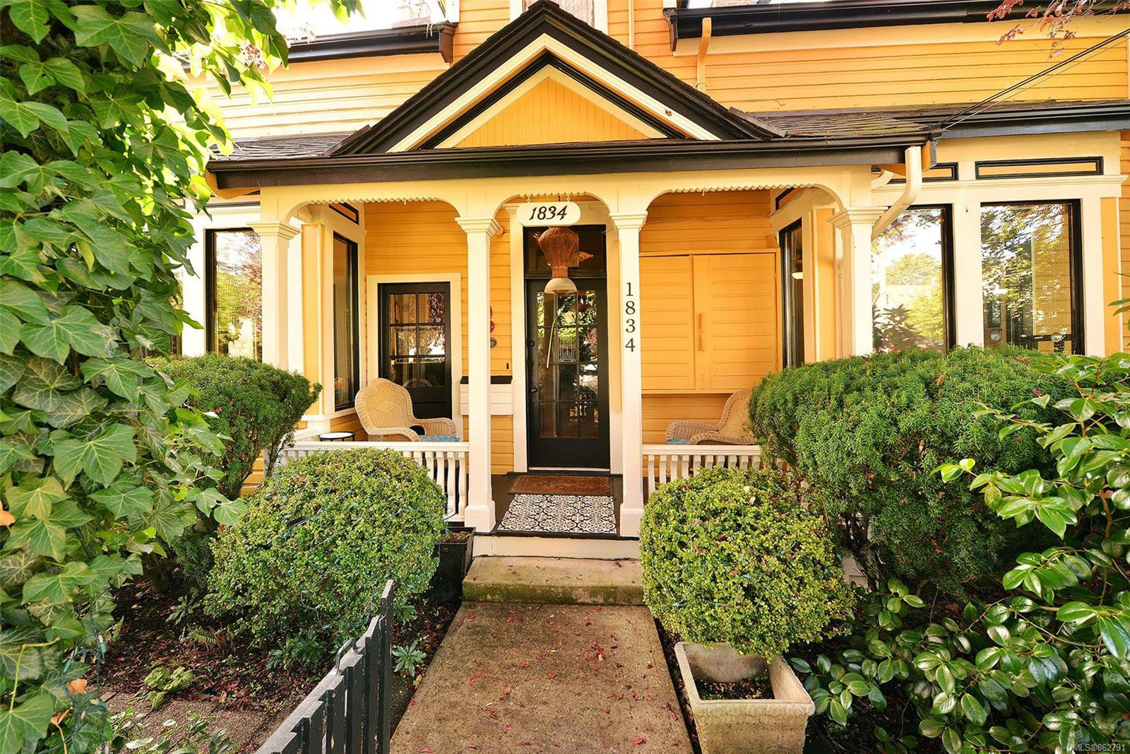 Main Photo: 1834 Stanley Ave in : Vi Fernwood Full Duplex for sale (Victoria)  : MLS®# 862791