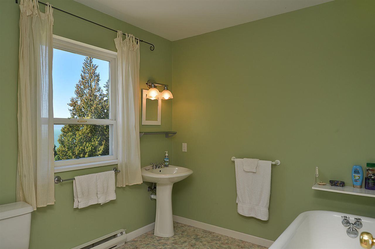 Photo 16: Photos: 1881 GRANDVIEW Road in Gibsons: Gibsons & Area House for sale (Sunshine Coast)  : MLS®# R2101665