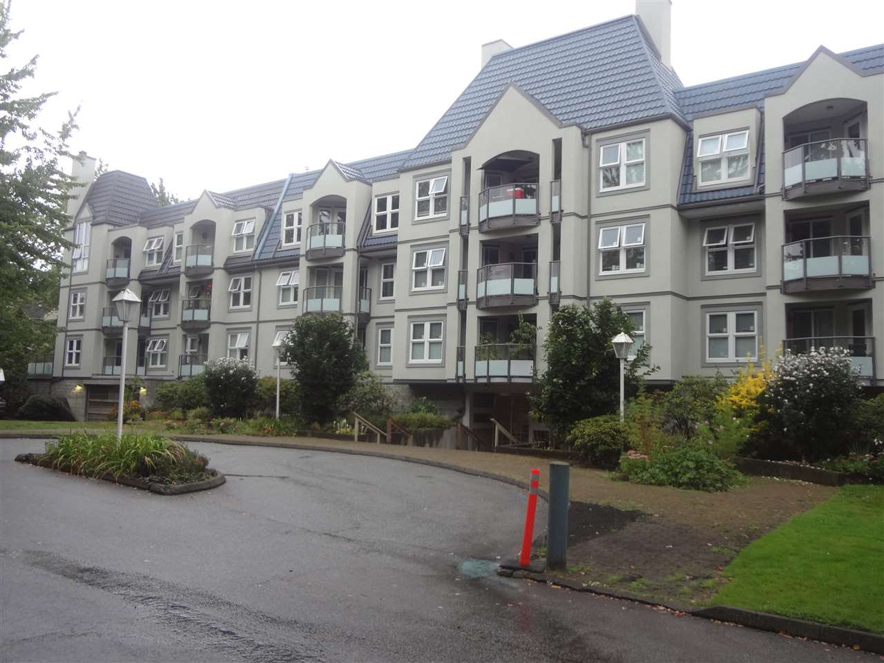 Main Photo: 303 99 BEGIN Street in Coquitlam: Maillardville Condo for sale : MLS®# R2104760