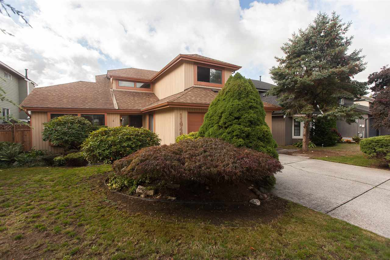 "Main Photo: 11946 WOODRIDGE Crescent in Delta: Sunshine Hills Woods House for sale in ""Sunshine Hills"" (N. Delta)  : MLS®# R2130448"
