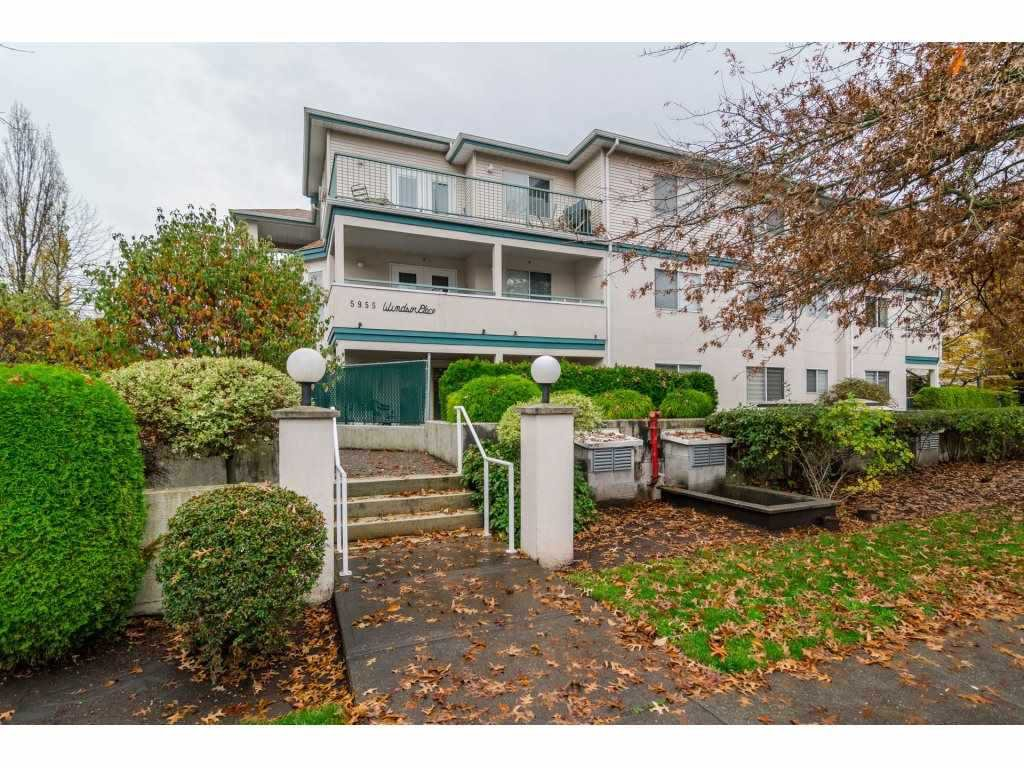 Main Photo: 104 5955 177B Street in Surrey: Cloverdale BC Condo for sale (Cloverdale)  : MLS®# R2140522