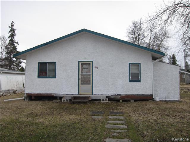 Main Photo: 422 HAZEL Avenue: Winnipeg Beach Residential for sale (R26)  : MLS®# 1710343