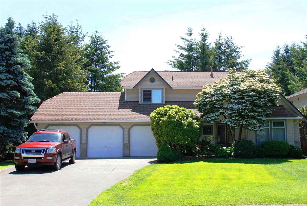 "Main Photo: 9473 205A Street in Langley: Walnut Grove House for sale in ""WALNUT GROVE"" : MLS®# R2184833"