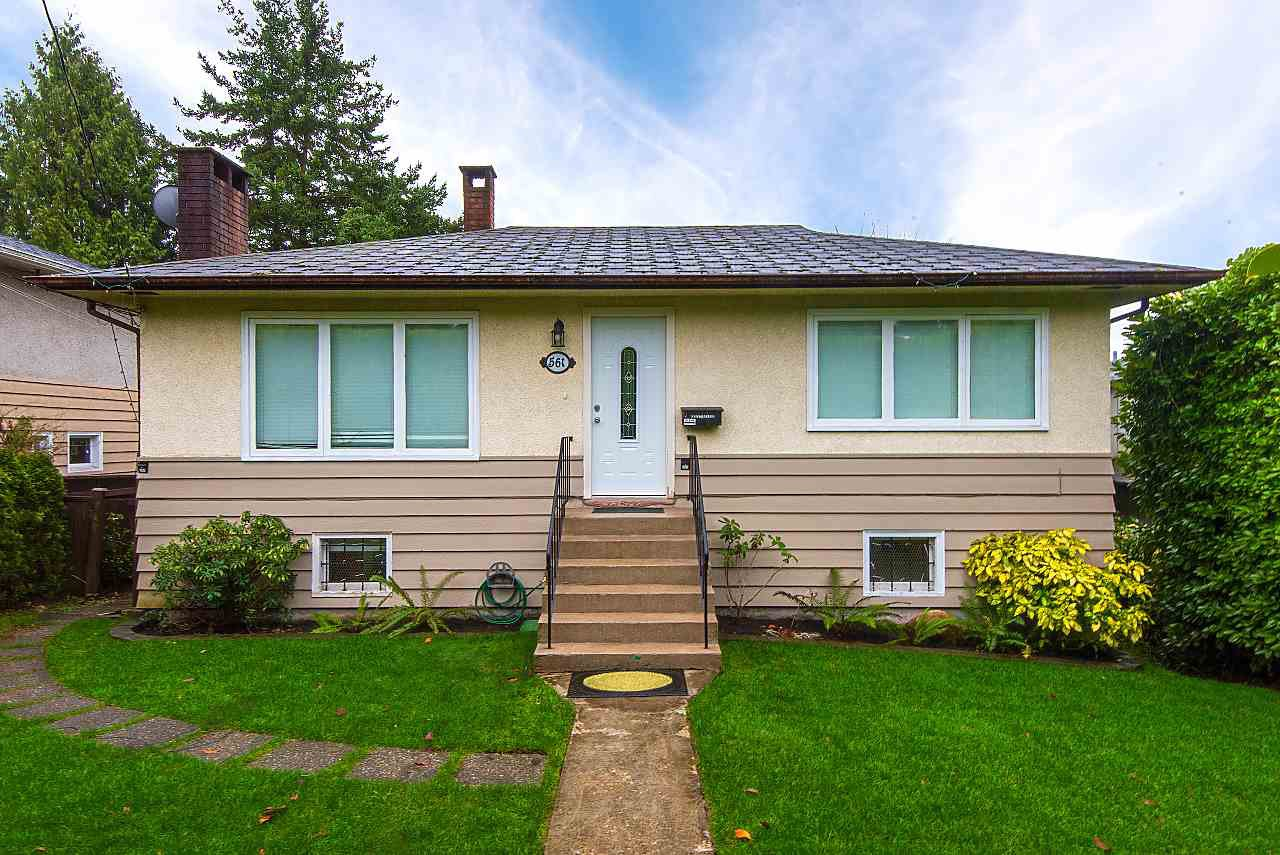 Main Photo: 561 W QUEENS ROAD in North Vancouver: Upper Lonsdale House for sale : MLS®# R2242157
