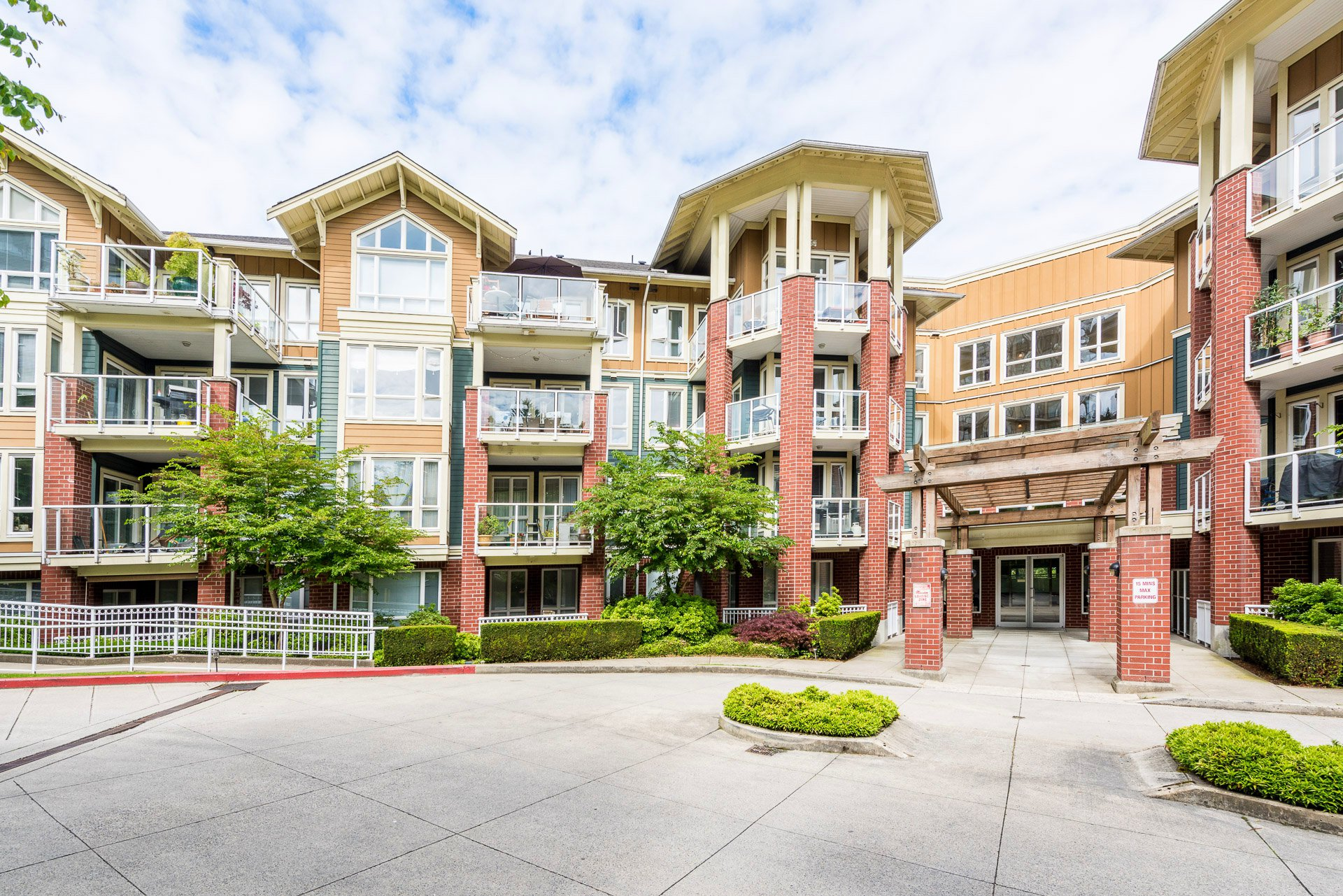 "Main Photo: 407 14 E ROYAL Avenue in New Westminster: Fraserview NW Condo for sale in ""Victoria Hill"" : MLS®# R2280789"