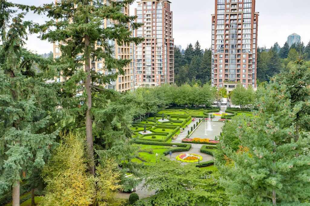 Main Photo: 802 6888 STATION HILL Drive in Burnaby: South Slope Condo for sale (Burnaby South)  : MLS®# R2308226