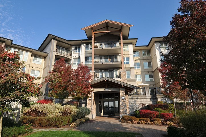 "Main Photo: 407 3050 DAYANEE SPRINGS Boulevard in Coquitlam: Westwood Plateau Condo for sale in ""DAYANEE SPRINGS"" : MLS®# R2329277"
