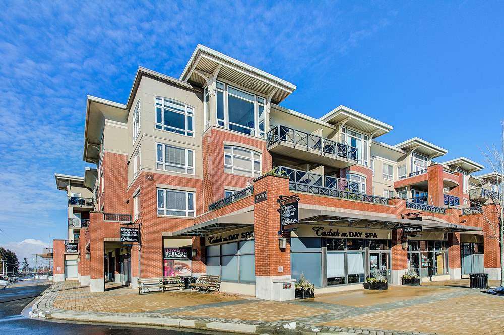 "Main Photo: 404 2970 KING GEORGE Boulevard in Surrey: King George Corridor Condo for sale in ""Watermark"" (South Surrey White Rock)  : MLS®# R2342296"