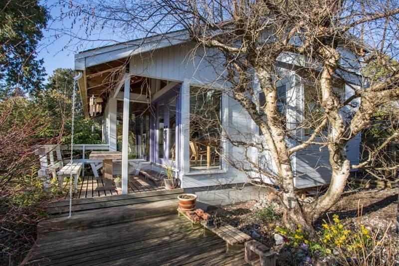 Main Photo: 2642 MCBRIDE Avenue in Surrey: Crescent Bch Ocean Pk. House for sale (South Surrey White Rock)  : MLS®# R2350175