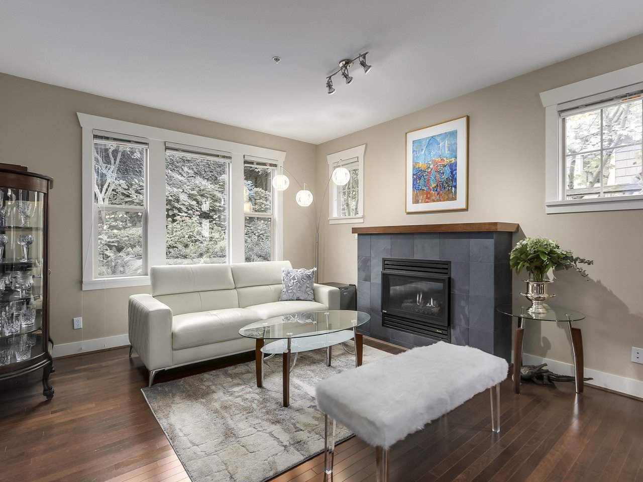 """Main Photo: 229 E QUEENS Road in North Vancouver: Upper Lonsdale Townhouse for sale in """"QUEENS COURT"""" : MLS®# R2362718"""