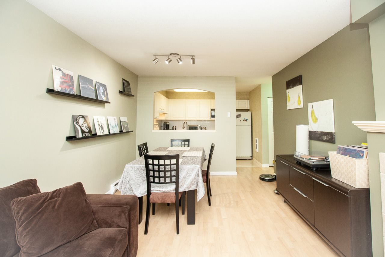 """Photo 7: Photos: 15 6588 SOUTHOAKS Crescent in Burnaby: Highgate Condo for sale in """"TUDOR GROVE"""" (Burnaby South)  : MLS®# R2364864"""