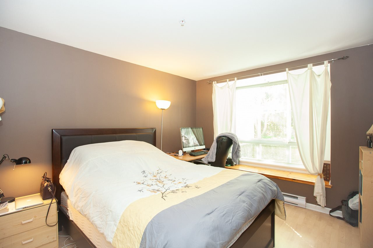"""Photo 11: Photos: 15 6588 SOUTHOAKS Crescent in Burnaby: Highgate Condo for sale in """"TUDOR GROVE"""" (Burnaby South)  : MLS®# R2364864"""