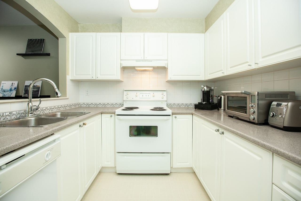"""Photo 10: Photos: 15 6588 SOUTHOAKS Crescent in Burnaby: Highgate Condo for sale in """"TUDOR GROVE"""" (Burnaby South)  : MLS®# R2364864"""