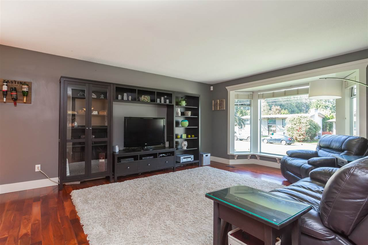 Photo 3: Photos: 33328 LYNN Avenue in Abbotsford: Central Abbotsford House for sale : MLS®# R2365885