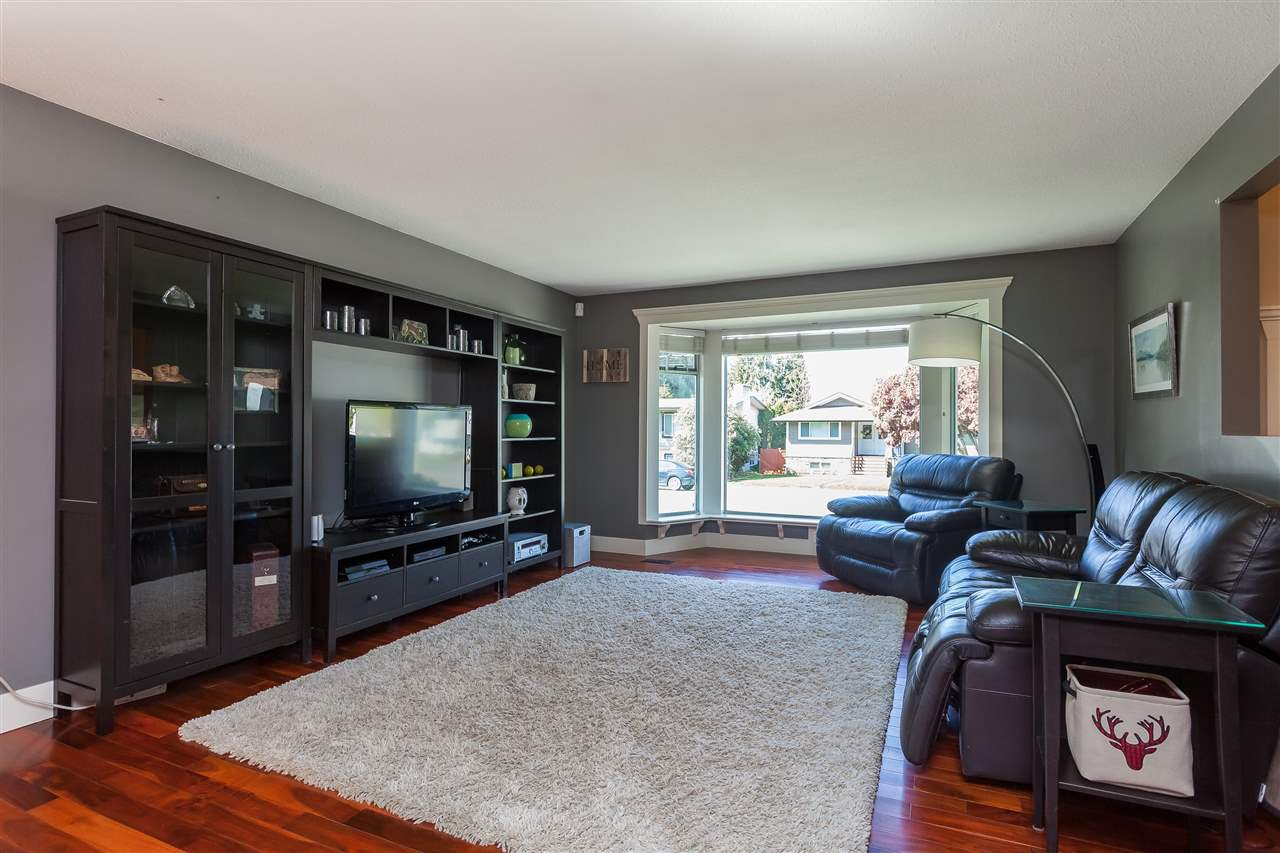 Photo 2: Photos: 33328 LYNN Avenue in Abbotsford: Central Abbotsford House for sale : MLS®# R2365885