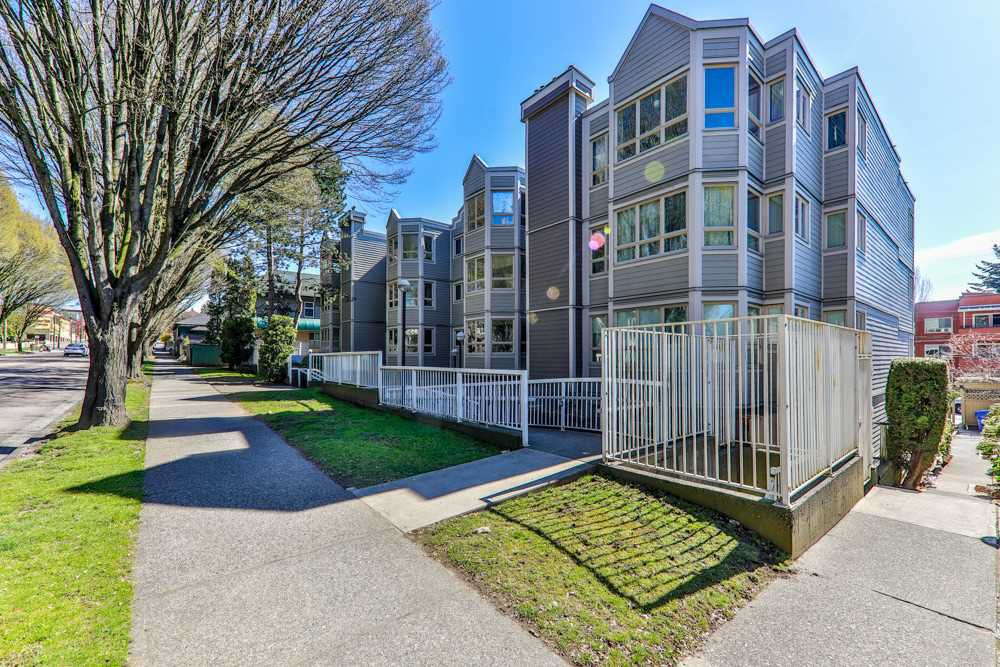 "Photo 2: Photos: 103 1516 E 1ST Avenue in Vancouver: Grandview Woodland Condo for sale in ""WOODLAND VILLA"" (Vancouver East)  : MLS®# R2370531"