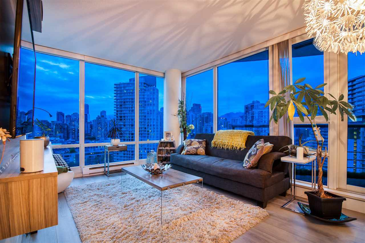 """Photo 8: Photos: 2301 1033 MARINASIDE Crescent in Vancouver: Yaletown Condo for sale in """"QUAY WEST"""" (Vancouver West)  : MLS®# R2373254"""