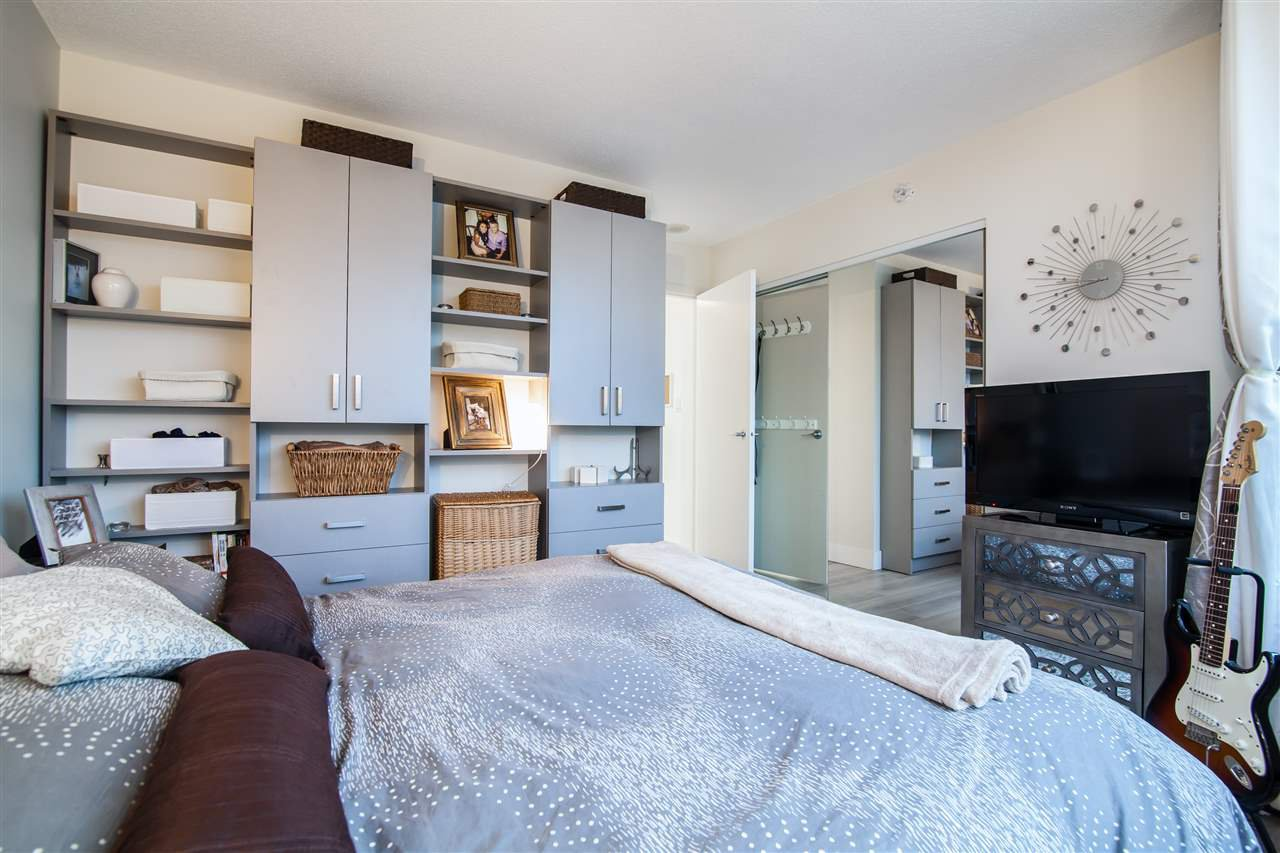 """Photo 13: Photos: 2301 1033 MARINASIDE Crescent in Vancouver: Yaletown Condo for sale in """"QUAY WEST"""" (Vancouver West)  : MLS®# R2373254"""